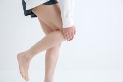 ひざに痛みがある女性