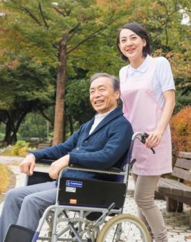 老人と介護士
