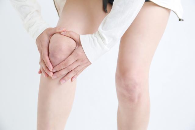 ひざが痛い女性